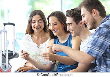 mapas, grupo, turistas, planificación, vacaciones, verificar
