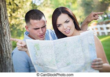 mappa, perso, coppia, confuso, dall'aspetto, esterno, corsa,...