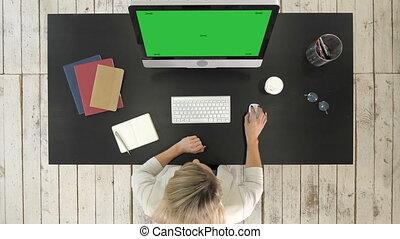maquette, fonctionnement, business, display., bureau., écran, jeune, quoique, informatique, vert, séduisant, utilisation, dame