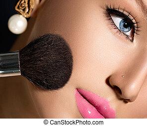 maquiagem, aplicando, closeup., cosmético, pó, escova, para, maquilagem