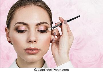 maquiagem, artista, aplicando, sombra
