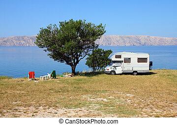 mar adriático, campamento