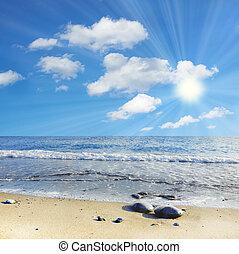 mar, céu azul, e, nuvens