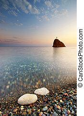 mar, e, rocha, em, a, pôr do sol