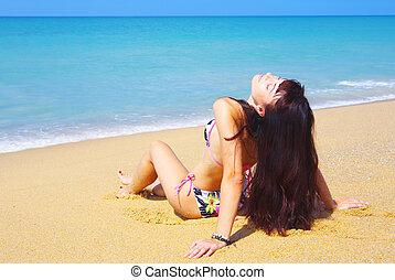 mar, lounging