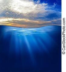 mar, o, océano, submarino, con, cielo de puesta de sol