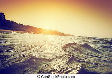 mar, ondas, e, ondulações, em, sunset., primeira pessoa, perspectiva, natação