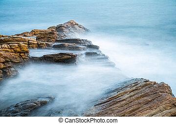 mar, rocas, en, mañana temprana