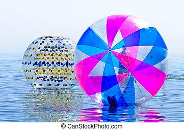 mar, um, atração, um, grande, bola inflável, ligado, a, água