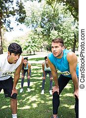 marathon runners, noha, kezezés térd