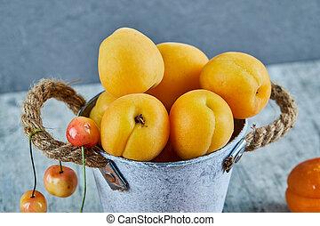 marbre, délicieux, fer, cerises, abricots, fond, mûre, seau