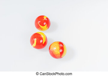 marbres, rouges, isolé, jaune, trois