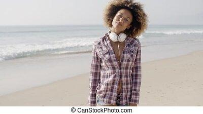 marche, écouteurs, plage, girl