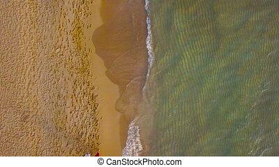 marche, amour, couple, possession main, aérien, plage, vue