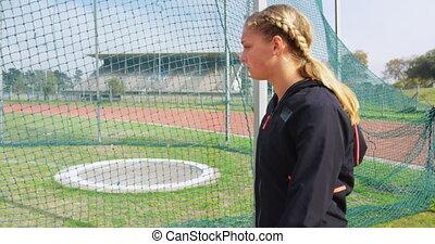 marche, champ, vue côté, femme, athlète, caucasien, 4k, sports