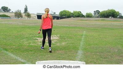 marche, champ, vue, femme, athlète, caucasien, arrière, sports, 4k