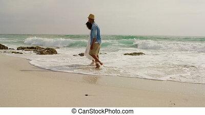 marche, couple, côté, africaine, vue, américain, plage, ensemble, 4k