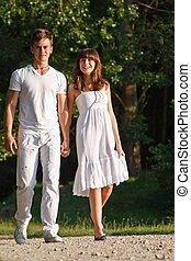 marche couples, dehors, ensemble