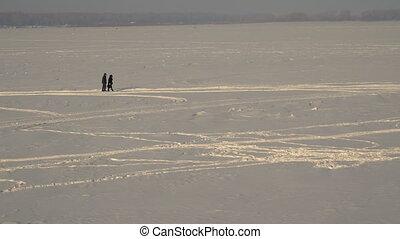 marche couples, neige