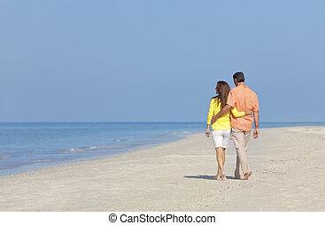 marche couples, sur, une, vide, plage
