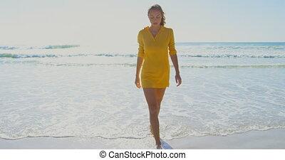 marche, cuacasian, vue, 4k, femme, jeune, devant, plage