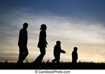 marche, famille quatre, sur, ciel