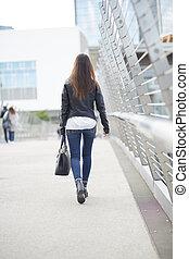 marche femme, dehors