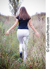 marche, femme, herbe, jeune
