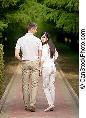 marche, femme, parc, jeune homme