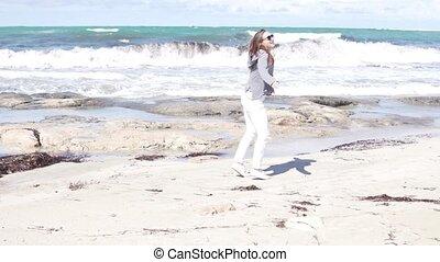 marche, femme, plage, mer