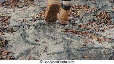 marche, femme, touriste, jambe, jeune, dos, bois, rochers, voyageur, girl, vue