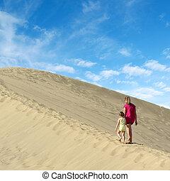 marche, fille, dune sable, mère
