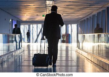 marche, gates., départ, aéroport, couloir, homme affaires