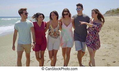 marche, groupe, étudiants, jeune, plage, heureux