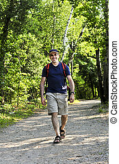 marche homme, sur, forêt, piste