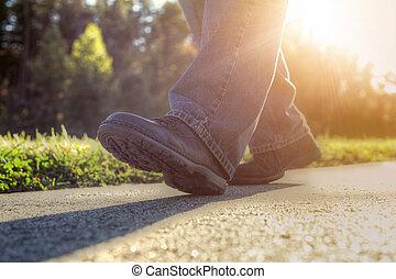 marche homme, sur, road.