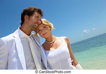 marche, juste, couple, mariés, plage, sablonneux