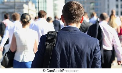 marche, lent, travail, mouvement, homme affaires, vue postérieure