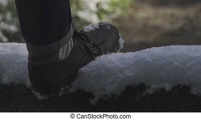 marche, neigeux, route, homme, bottes