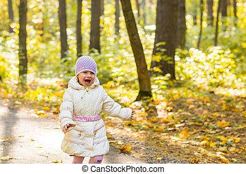 marche, parc, jeune, automne, girl, heureux