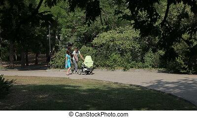marche, parc, peu, fils, leur, parents, heureux