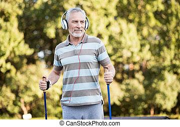 marche, parc, quoique, musique écouter, citoyen, personne agee
