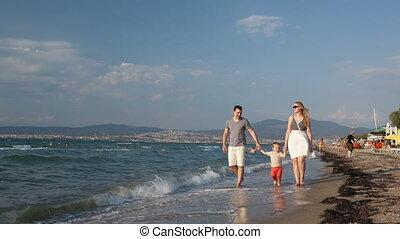 marche, plage, jeune famille