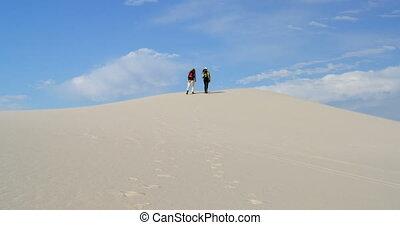 marche, sac à dos, ensoleillé, désert, 4k, couple, jour