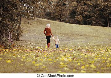 marche, silhouette, famille, jour automne, maman, bébé, heureux