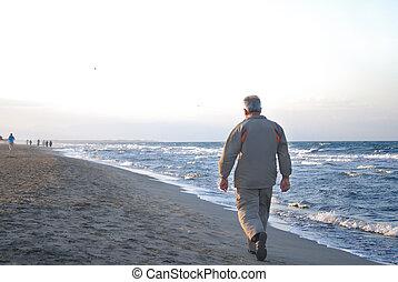 marche, solitaire, plage, homme, plus vieux