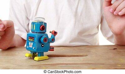 marcher, il, chutes, trou, rouage horloge, augmentations, robot, tambour, garçon, mars, mais, en avant!, frappe
