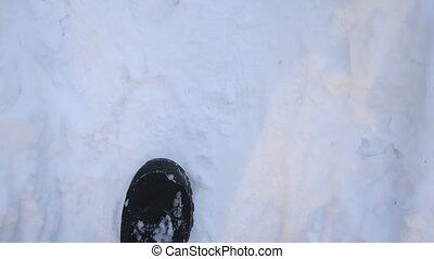 marcher, unrecognizable, pieds, concept., type, forest., lent, marche, par, haut, route, bottes, détail, flânerie, sommet, trail., blanc, snow., mâle, hiver, mo, neigeux, fin, aller, randonneur, pov, clair, vue