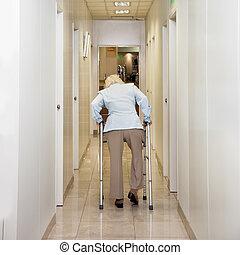 marcheur, femme, couloir