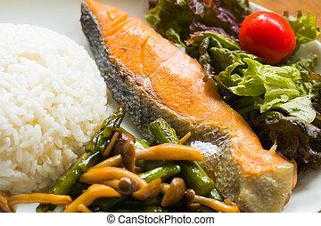 mare, fish, fritto, riso, verdura, e, verdura, insalata, per, consumo sano, .
